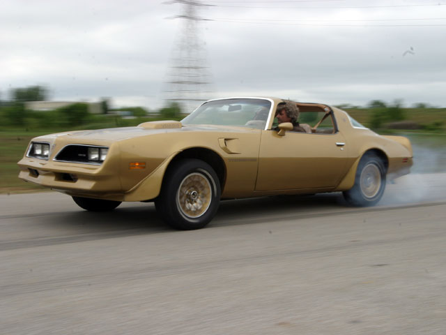 picture of Pontiac Trans-Am, 1978, gold, burn-out
